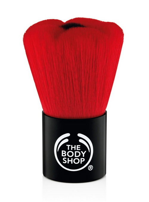 The-Body-Shop-Spring-Summer-2015-Colour-Euphoria-Collection-Smoky-Poppy-Blusher-Brush