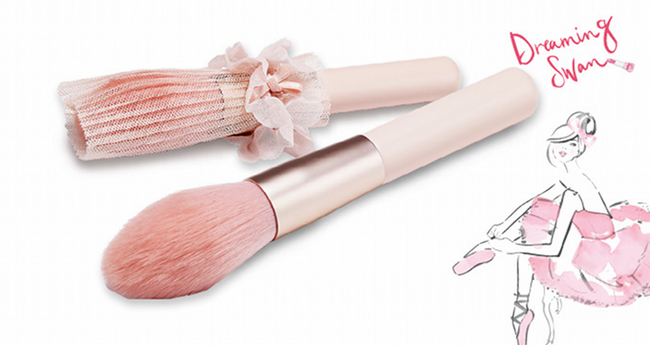 Etude-House-Spring-2015-Dreaming-Swan-Collection-Makeup-Brush 2