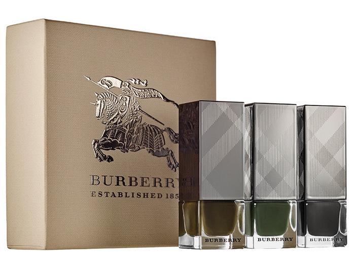 Burberry-Winter 2015-2016-Runway-Collection-Fall-Autumn-Winter-2015-Runway-Nail-Set